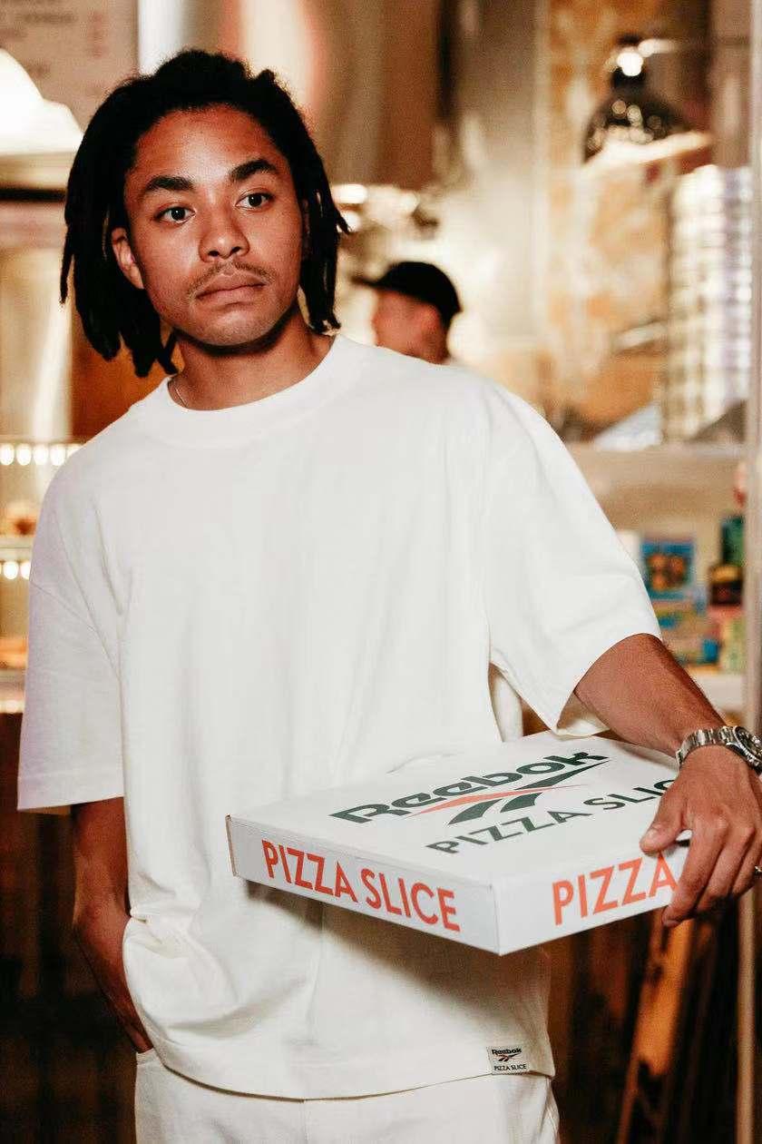 你好,这份披萨打包带走!ReebokxPIZZASLICE联名T恤即将登场
