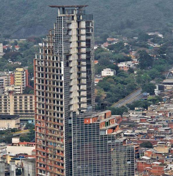 全球最高的贫民窟:有45层楼高,没有电梯仍居住了3000多人!