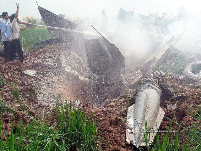 印度空军一架米格-21锻练机坠毁 两名飞翔员弹射逃生