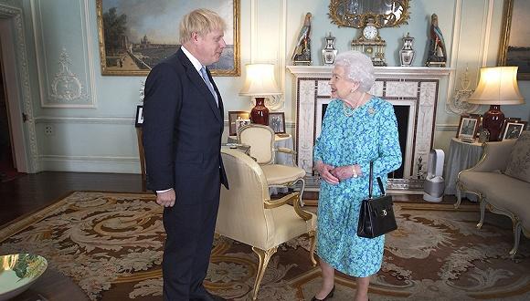 """""""长假""""背法、议会""""开学"""":提早回国的约翰逊还欠女王一个说法"""
