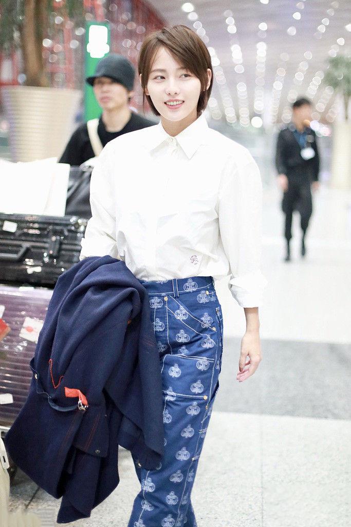 张嘉倪的初恋短发真减龄,搭配白衬衫清新甜美,32岁轻松美回18岁