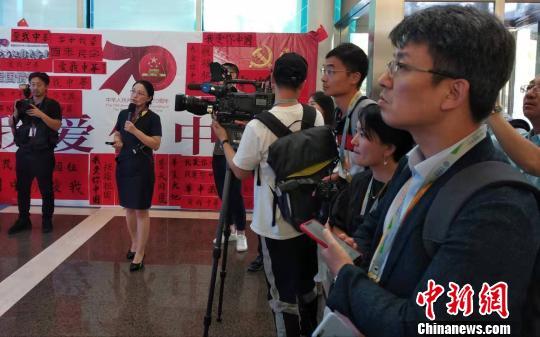 中外记者齐聚北京移动感受5G前沿科技