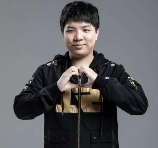 王者不如钻石?RNG世界赛不带AJ,引发争议:狼行状态真不行!