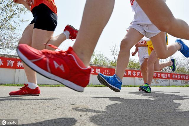 <b>中国式父母:不能让孩子输在起跑线上。这句话有道理吗</b>