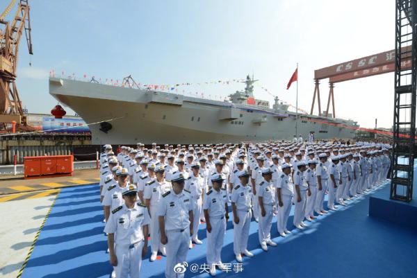 两栖攻击舰首舰国庆前夕下水 国防部:增添节日气氛