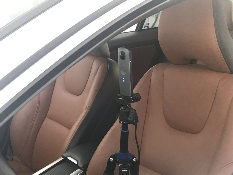"VR看车背后:两张照片拍完内饰全景未来或可""听声辨位"""