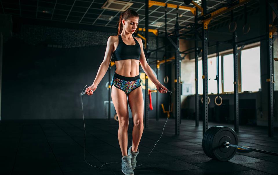 跳绳的减肥效率比跑步还高?但这类人群却不宜做,只会让自己受伤