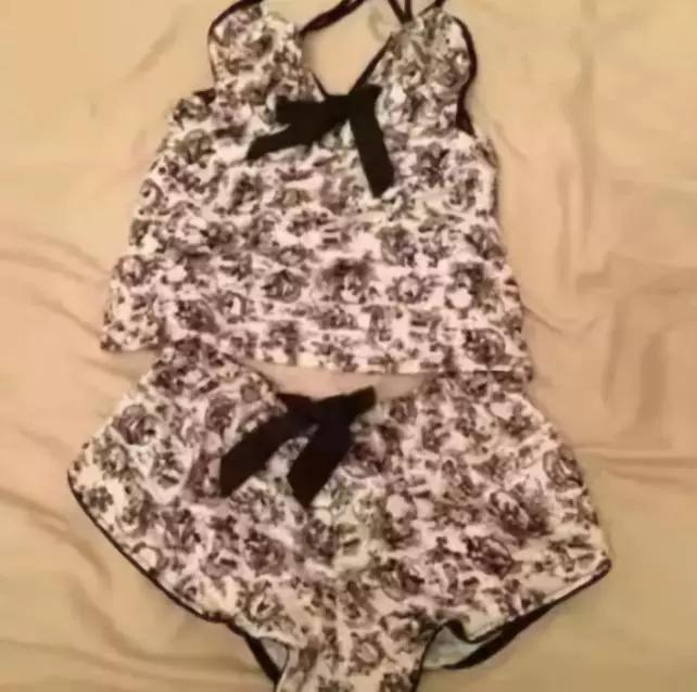 男朋友给我买了件泳衣,穿上后差点当场去世!