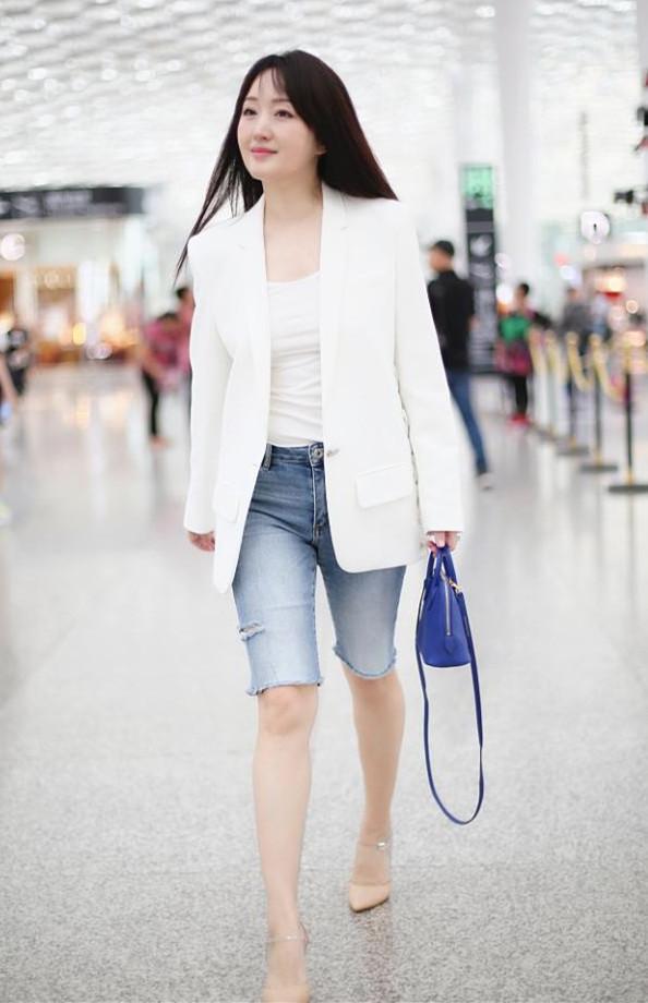 当48岁杨钰莹和43岁林心如,同穿五分裤,却完全看不出年龄差