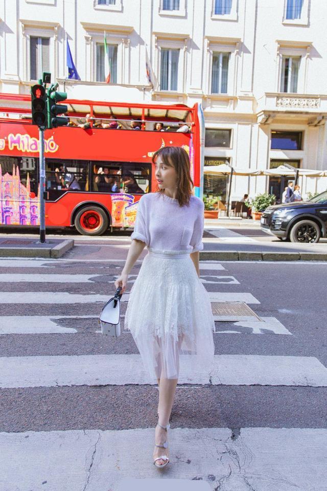 吴昕穿网纱裙清新甜美,撞衫39岁意大利超模,网友:是真没输