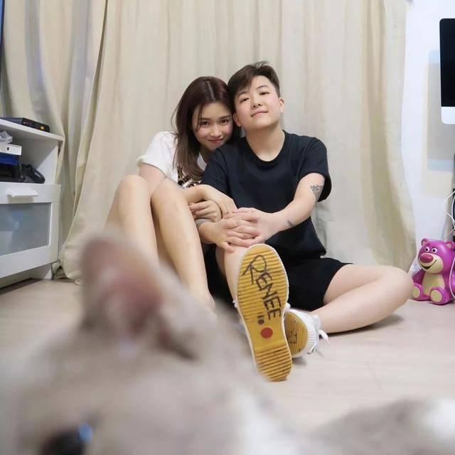 香港新一代宅男女神与TVB前男友分手 与同性发型师冲绳预演婚礼