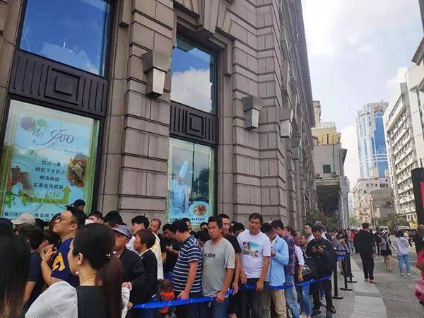 周杰伦mv奶茶店在沪开业 黄牛卖三百一杯