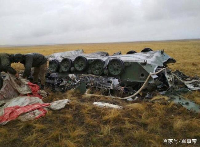 <b>1500米高空,十吨重装甲车从天而降,地面轰的巨响,士兵发出哀嚎</b>