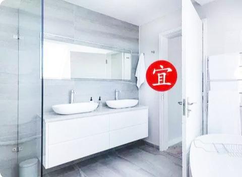 洗手间的镜子该如何布置?没想到