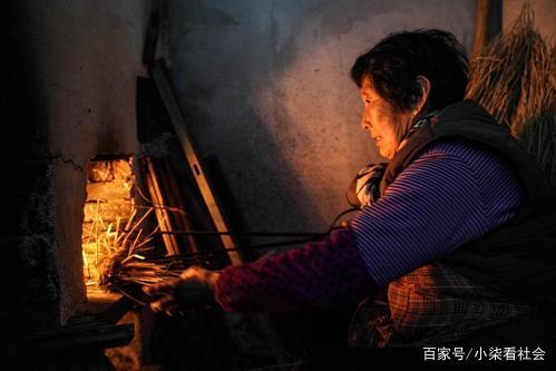 <b>农村烧柴火做饭会污染环境?农民心痛:或许还是保护呢?</b>
