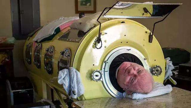 """这个躺了67年的""""铁桶人"""",一生无比传奇...!文化,历史!"""