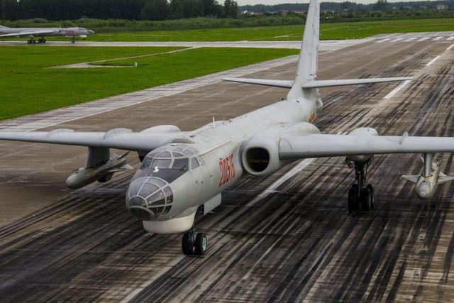 同样是轰炸机,轰-6K和图-160相比仍存差距,但也有优势可言