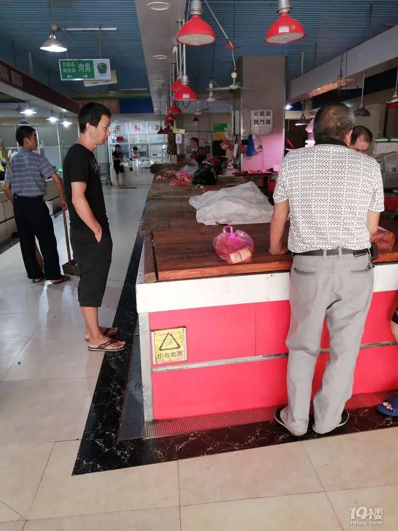 台州这个菜场一大早就没猪肉卖了,怎么肥事?