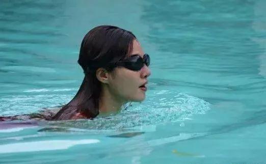 颈椎病康复训练怎能少了游泳?来看哪种泳姿最适合!