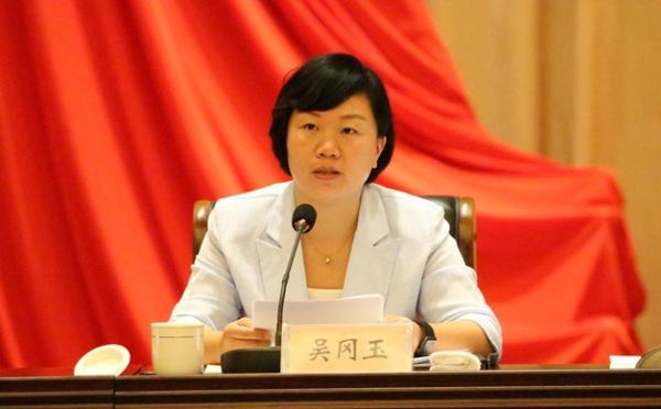 江苏省最年青的区县主官、射阳县女县长吴冈玉申报公职律师
