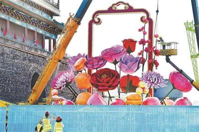 天安门广场巨型花篮开端插花安置