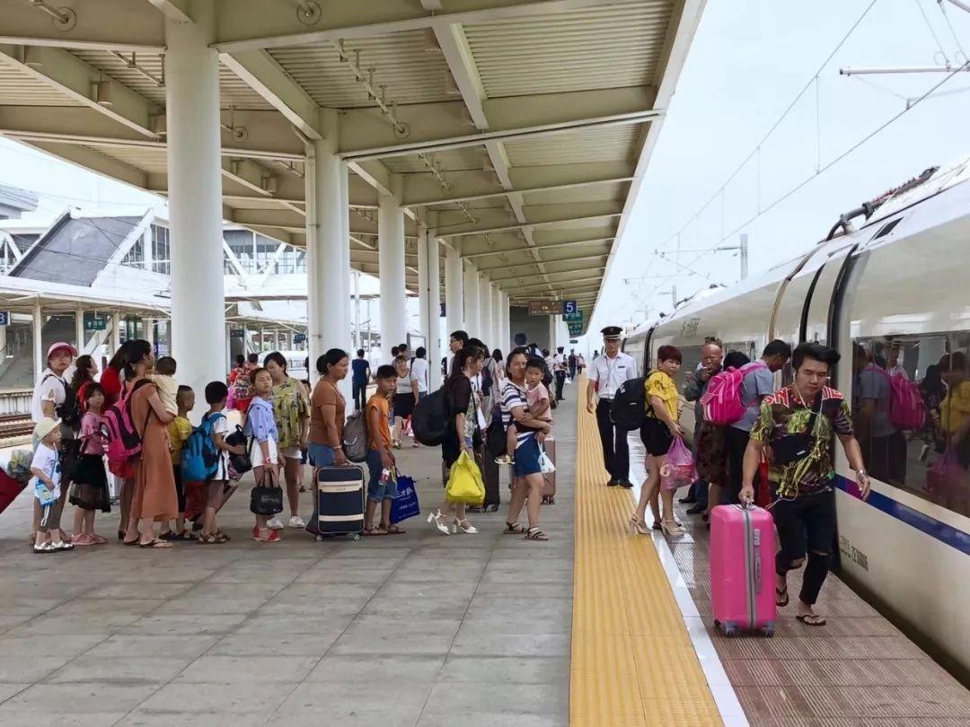 南铁国庆运输方案出台 加开列车创新高