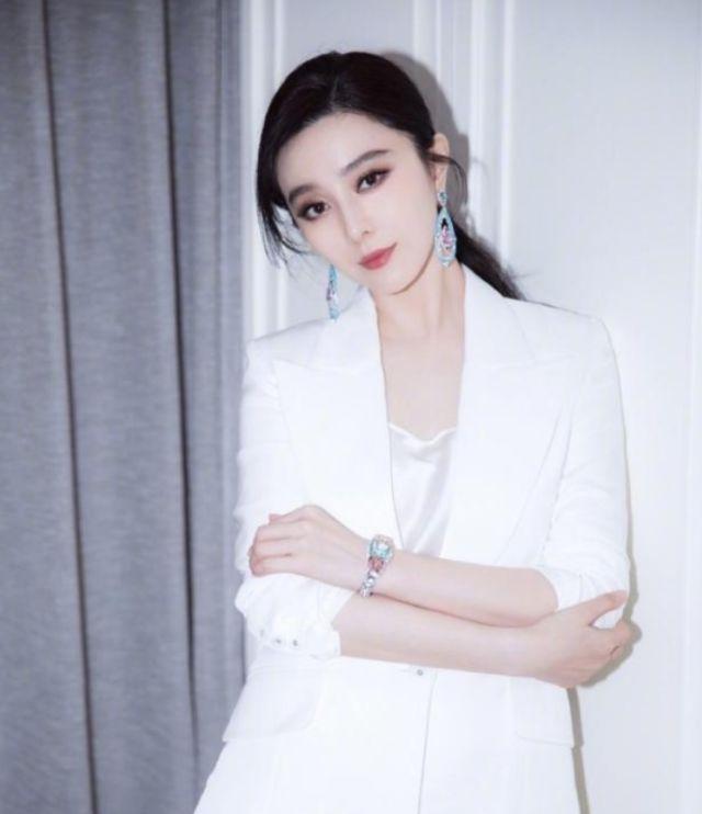 国际影响力依然在事业稳定,范冰冰协作奢侈品大年夜牌晒最新写真