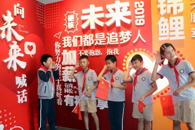 苏州小学生走进名城艺术馆 感受时代印记