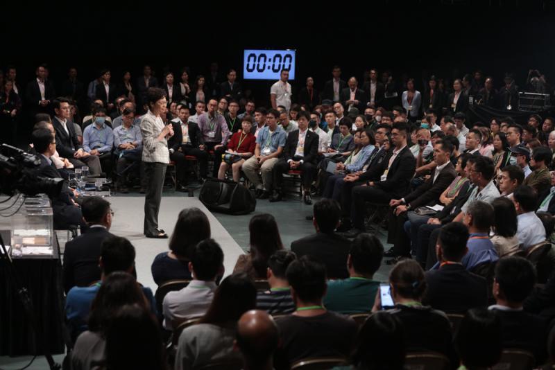林郑月娥首场社区对话会上 市平易近这句话博得热烈掌声