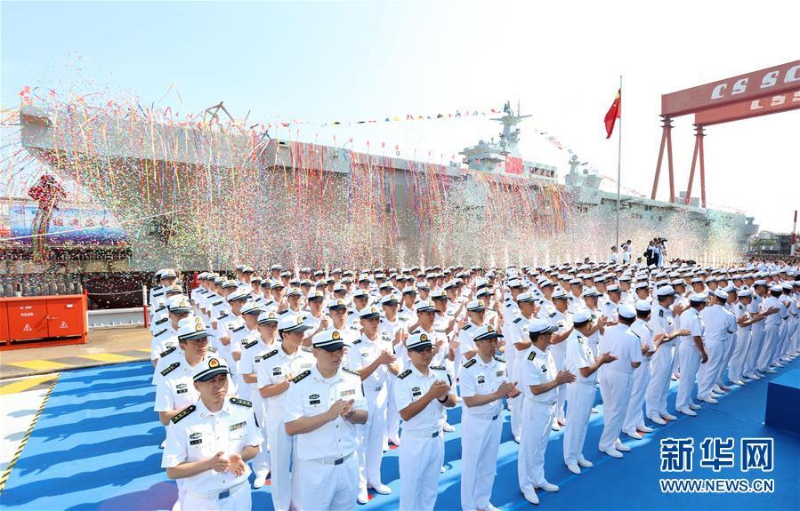 中国首艘两栖攻击舰下水 美媒:或超澳大利亚和法国同类军舰