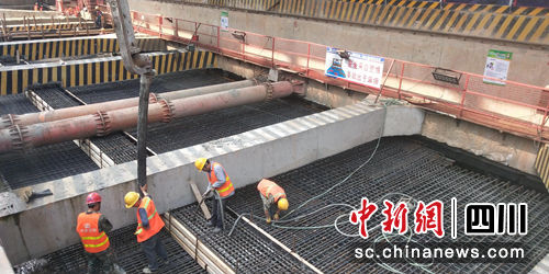 成都轨道交通8号线一期工程全线车站封顶