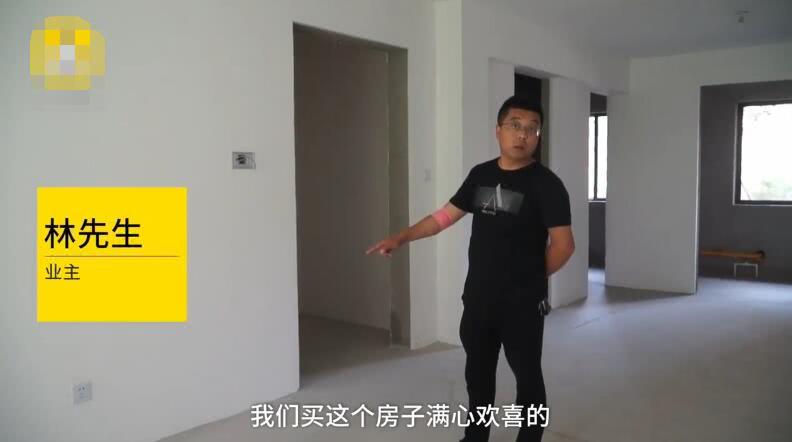 男子花费百万买房没有进户门,开发商:要么你爬窗要么走法律程序