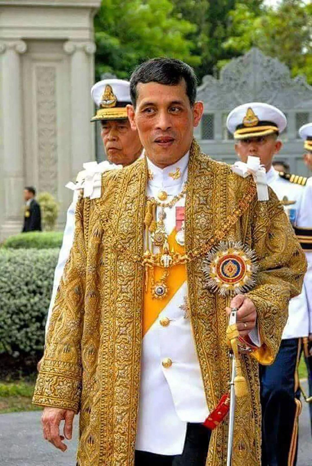 泰国国王和两位娇妻极少露面,但凡出现总是在同一天,究竟为何?