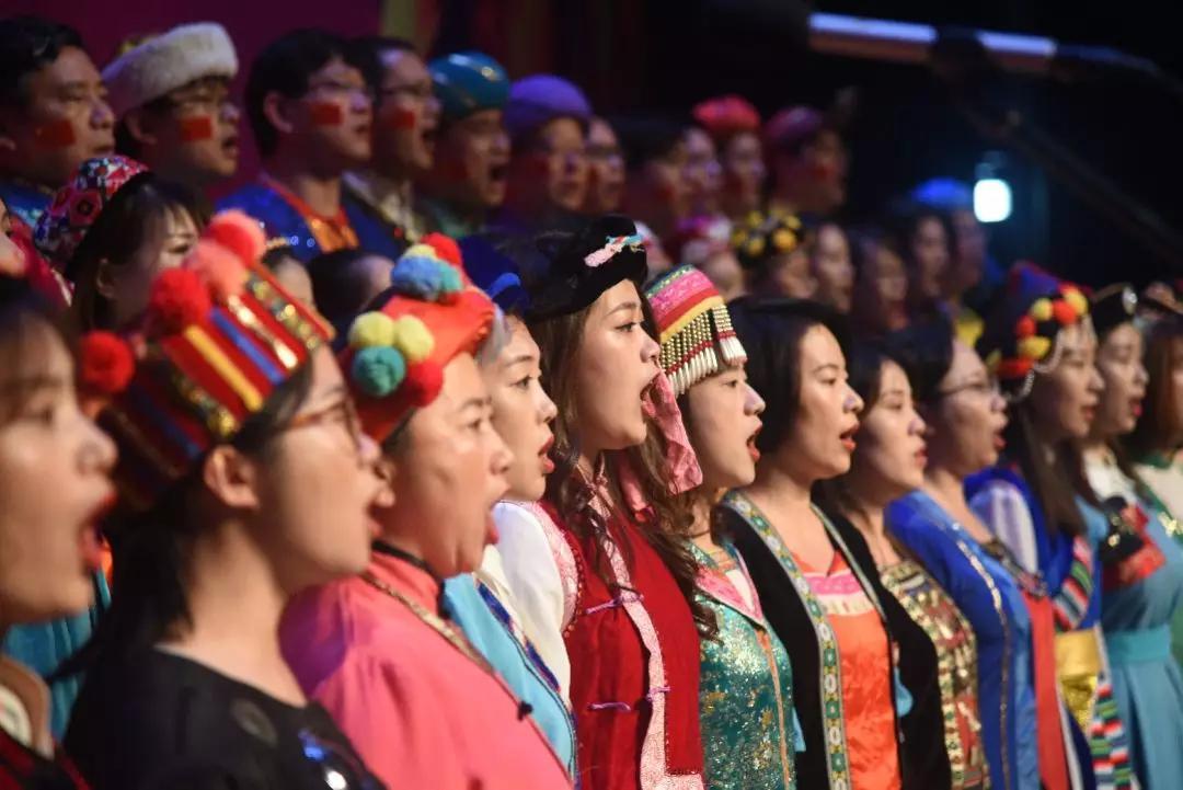 天安财险合唱团荣获浦东新区直管企业职工庆祝新中国成立70周年合唱比赛(决赛)一等奖插图(3)