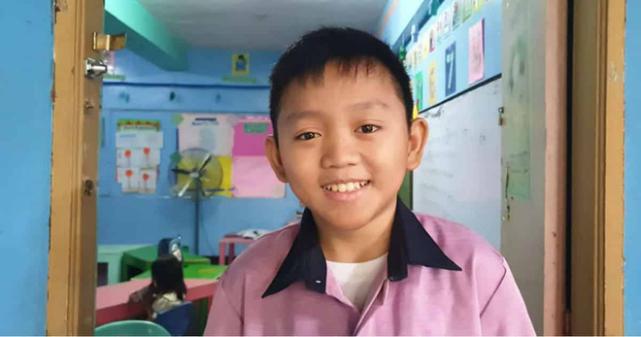 22岁男老师因长得太过童颜而困扰,常被误认为是小学生