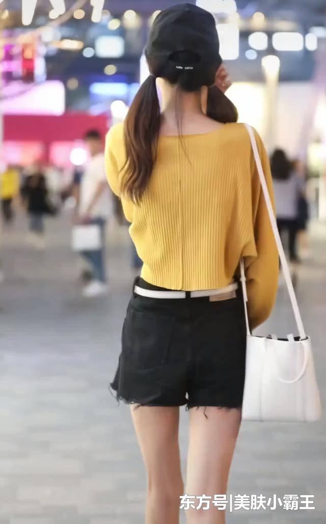 街拍女神:清纯甜美的小姐姐,腿型太美,网友都想当她男朋友