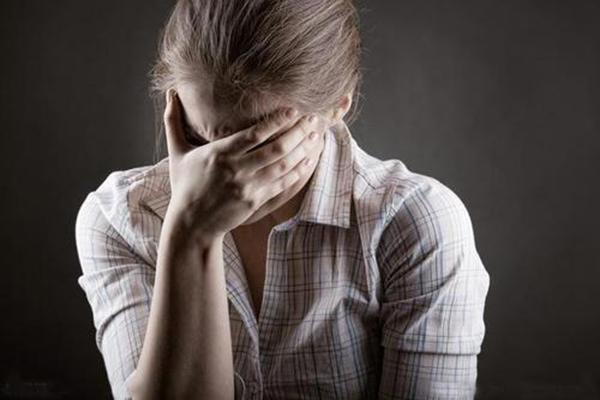 产后抑郁老公怎么做 什么是产后抑郁症