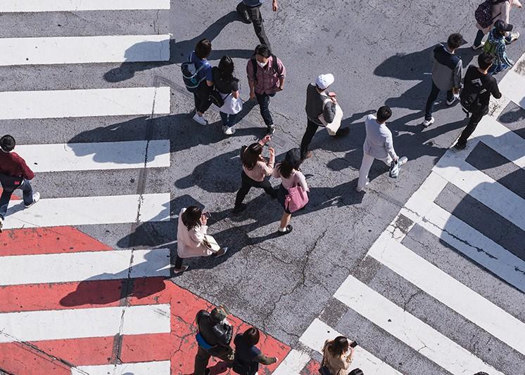 又一城取消落户限制!但低生育率下特大城市怎么建?