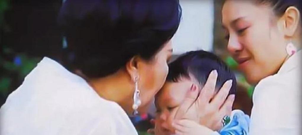 67岁泰王竟是个好父亲,不顾形象给提帮功做示范,共享天伦之乐!