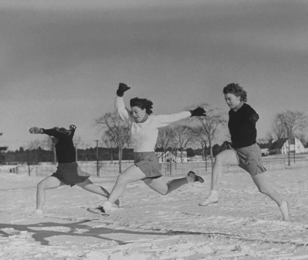 """二战中美国女学生训练如此之拼,美艳""""冻""""人,令人敬佩!"""