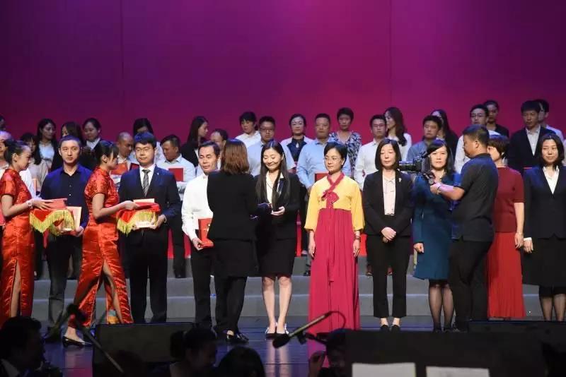 天安财险合唱团荣获浦东新区直管企业职工庆祝新中国成立70周年合唱比赛(决赛)一等奖插图(8)
