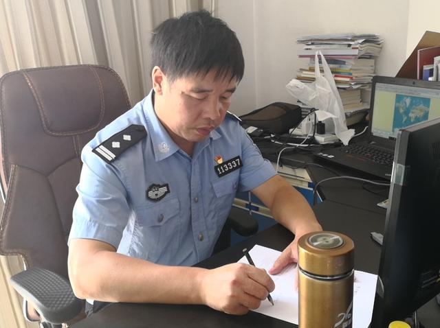 """江华公安局何吉忠被评为全省""""最美基层民警"""""""
