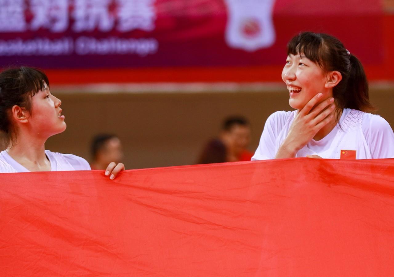 杨毅 拿女篮和男篮比不公平 成绩好因为人种运动能力差异没男性大