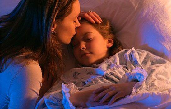 """妈妈床头常放此物,令4岁女孩""""性早熟"""",很多爸爸妈妈都这么做"""