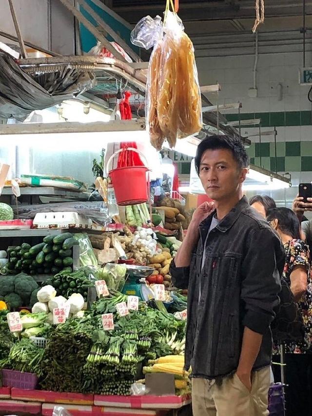 谢霆锋现身菜市买菜生图曝光,素颜能打360°无死角美男