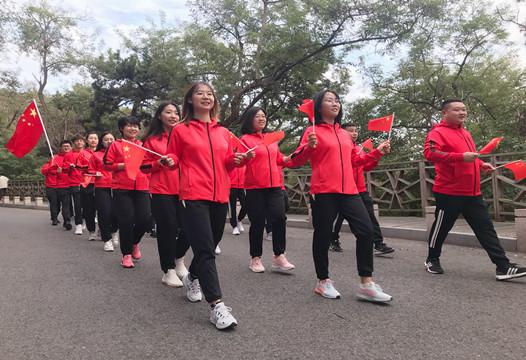 青岛市北市政一公司走进榉林山开展健步行活动