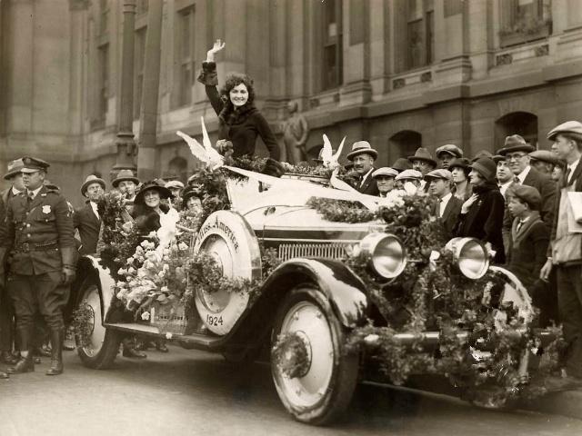 """老照片记录:大萧条时期,那些光鲜亮丽的""""美国小姐""""们"""