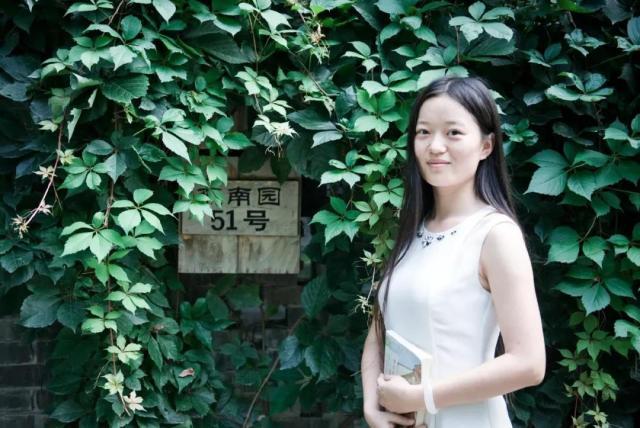 她被高中生武亦姝击败,4次参加诗词大会,坚持和努力感动董卿
