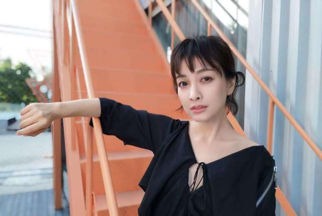 吴昕当面向钟汉良报歉,钟汉良用4个字回应,网友称赞他高情商