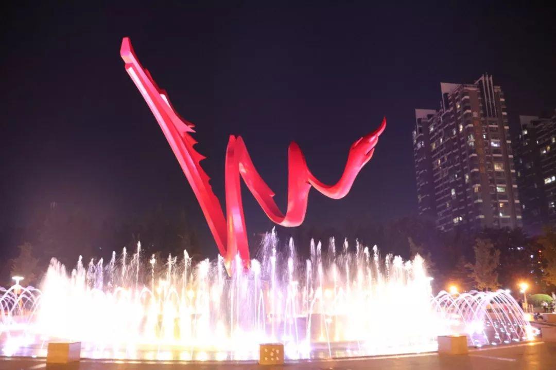 <b>【日报热点】龙城广场音乐喷泉亮了!升级改造后惊艳了濮阳人!</b>